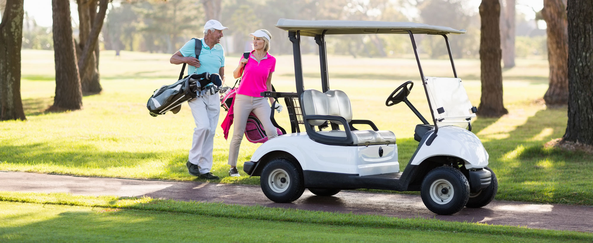 couple-playing-golf